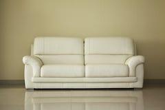samtida sofa Royaltyfri Foto
