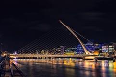 Samuel Beckett Bridge alla notte Fotografia Stock