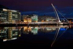 Samuel Beckett Bridge, Dublin, Ierland bij nacht Royalty-vrije Stock Foto
