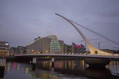 Samuel Beckett Bridge i Dublin royaltyfria foton