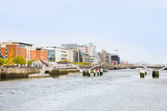 Samuel Beckett Bridge i Dublin Arkivbilder