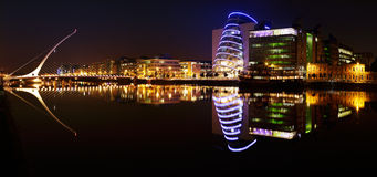 Samuel Beckett Bridge och floden Liffey i Dublin City Centre Royaltyfria Bilder