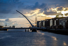 Samuel Beckett Bridge sobre o rio de Liffey em Dublin, Irlanda fotografia de stock royalty free