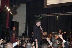 Samuel Hernandez exécutant pendant un concert chrétien dans le Br Image libre de droits