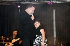 Samuel Hernandez que se realiza durante un concierto cristiano en el Br Fotos de archivo