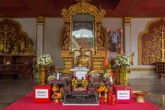 SAMUI, ТАИЛАНД - 06 11 2017: Mummified монах Loung Pordaeng в виске Wat Khunaram в Koh Samui в Таиланде Стоковое Изображение RF