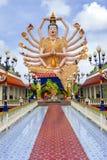 SAMUI, TAILANDIA - 2 LUGLIO 2016: Una scultura di 1000 arma Guanyin nel tempio Wat Plai Laem Fotografia Stock