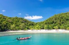 SAMUI TAJLANDIA, CZERWIEC, - 29: grupa pasażerska wycieczka turysyczna na Długoogonkowym Obraz Royalty Free