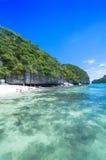 SAMUI, THAILAND - 30. JUNI: unbestimmter Reisender auf dem tropischen bea Lizenzfreies Stockbild