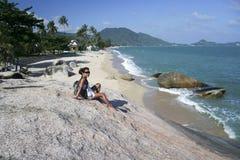 Samui turístico femenino de la KOH de la playa del lamai Fotos de archivo