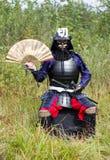 Samurai in armatura con il ventilatore Fotografia Stock