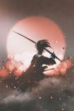 Samurai con la espada que se coloca en fondo de la puesta del sol