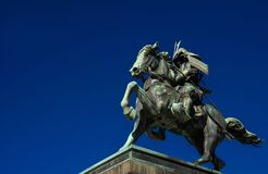 Samurai con la statua del cavallo fotografie stock libere da diritti