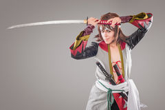 Samurai giapponese con la spada di katana Fotografie Stock Libere da Diritti