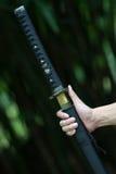 Samurai hält die Klinge an Stockbilder