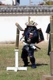Samurai japonés con la espada del katana Imagenes de archivo