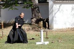 Samurai japonés con la espada del katana Fotos de archivo libres de regalías