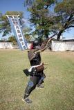 Samurai japonês com o rifle do fechamento do fogo Imagem de Stock