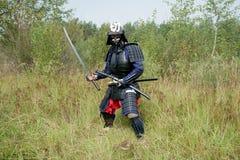 Samurai med svärden royaltyfri fotografi