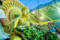 SAMUT PRAKAN, TAILANDIA 18 DE OCTUBRE DE 2013: Lotus Giving Festival imagenes de archivo