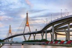 SAMUT PRAKAN TAJLANDIA, SIERPIEŃ, - 22, 2017: Widok Bhumibol 2 most który część Przemysłowy obwodnica most Zdjęcia Stock