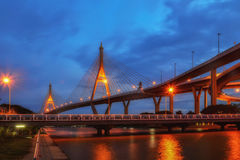 SAMUT PRAKAN TAJLANDIA, SIERPIEŃ, - 22, 2017: Widok Bhumibol 2 most który część Przemysłowy obwodnica most Zdjęcie Royalty Free