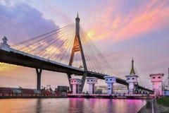 SAMUT PRAKAN TAJLANDIA, SIERPIEŃ, - 22, 2017: Widok od Lat Pho kanałowych zastawek z Bhumibol 1 most Zdjęcie Stock