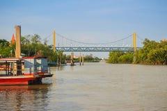 Samut Prakan, Thaïlande - 25 mars 2017 : Pilier local de ferry à travers Photographie stock libre de droits