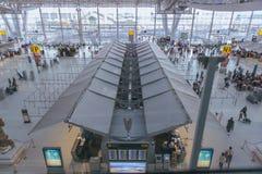 SAMUT PRAKAN, THAÏLANDE - OCTOBRE 24,2017 : Vue intérieure de conception unique d'aéroport international de Suvarnabhumi Photographie stock libre de droits