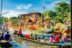 SAMUT PRAKAN THAILAND-OCTOBER 18, 2013: Lotus Giving Festival Arkivbild