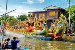 SAMUT PRAKAN,THAILAND-OCTOBER 18, 2013:The Lotus Giving Festival. (Rap Bua) in Samut Prakan,Thailand. Devotees throw lotus flowers to boat procession that carry royalty free stock image
