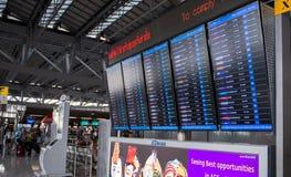 Samut Prakan, THAILAND - OKTOBER 24.2017: LEIDENE van de vluchtinformatie vertoning in Suvarnabhumi-luchthaven Stock Afbeeldingen
