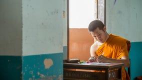 Samut Prakan Thailand, Oktober 13: oidentifierad munk Thailand t Royaltyfri Foto
