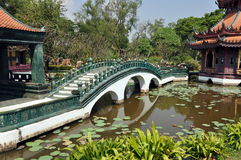 Samut Prakan, Thailand: Phra Kaew Bridge & Gardens Stock Photo