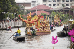 SAMUT PRAKARN, THAILAND-OC TOBER 7, 2014 : Lotus Giving Festiva Images stock