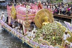 SAMUT PRAKARN, THAILAND-OCTOBER 7, 2014: Lotus Giving Festival Royaltyfri Bild