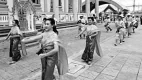 """SAMUT SONGKHRAM, THAILAND †""""JUNI 10, 2018: SAMUT SONGKHRAM, THAILAND-JUNE 10, 2018: Chong Lom Temple på Juni 10,2018 Arkivbilder"""