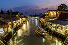 Samut Songkhram / Thailand - April 21 2018: Twilight view Amphawa market canal and Many People as tourists walking, shopping. stock photography