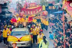 SAMUTSAKHON,泰国:5月31日:金黄做r的龙和狮子 免版税图库摄影