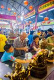 SAMUTSAKHON, TAILANDIA 11 DE MAYO: Adoración no identificada de la gente durante Foto de archivo libre de regalías