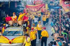 SAMUTSAKHON, TAILANDIA: 31 MAGGIO: Drago dorato e leone che fanno la r Fotografia Stock Libera da Diritti