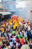 SAMUTSAKHON, TAILANDIA: 31 MAGGIO: Drago dorato e leone che fanno la r Fotografie Stock