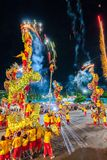 SAMUTSAKHON, THAÏLANDE : 31 MAI : Exposition d'or de dragon dans le samutsak image stock
