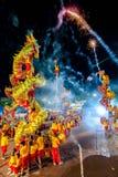 SAMUTSAKHON, THAILAND: AM 31. MAI: Goldenes Drachezeigung im samutsak Lizenzfreie Stockfotos