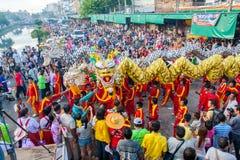 SAMUTSAKHON THAILAND: MAJ 31: Guld- drake och lejon som gör r Royaltyfri Bild