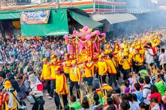 SAMUTSAKHON, THAILAND :  MAY 31 : Golden dragon and Lion doing r Royalty Free Stock Photos
