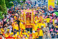 SAMUTSAKHON-THAILAND, 11 MAY 2008 : Golden dragon and Lion doing Royalty Free Stock Image