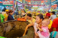 SAMUTSAKHON,THAILAND-MAY 31 : Unidentified people worship during Royalty Free Stock Photography