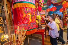 SAMUTSAKHON,THAILAND-MAY 31 : Unidentified people worship during Royalty Free Stock Images