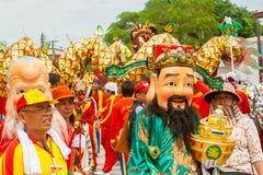 SAMUTSAKHON-THAILAND, 11 MEI 2008: Het gouden draak en Leeuw doen Stock Fotografie